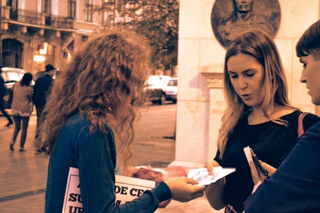 Vegan in Cluj-Napoca la una dintre acțiunile lor de informare Earthlings Experience. Sursa foto: Vegan in Cluj-Napoca